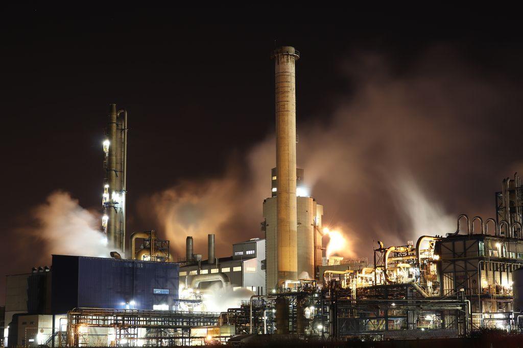 Przemysł rafineryjny wymaga doskonałego zabezpieczenia urządzeń przed zużyciem.